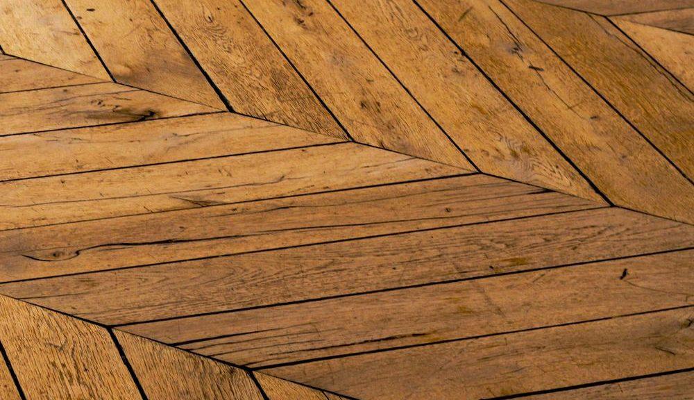Få et flot og ensartet gulv igen med en gulvafslibning